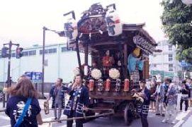 上溝・本町の山車。現在は人形は乗せていない