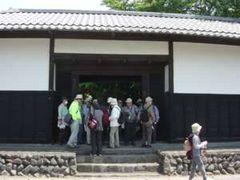福田家長屋門(市登録文化財)。いつもは外からの見学だが、この日は中から見学できた