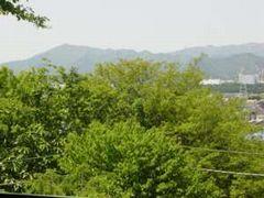 山の神社から見た大山の遠景。今回は気持ちよい陽気の中を歩くことができた