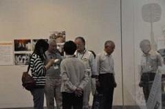 6月2日には福の会の会員による展示説明の会が行われ、観覧者に資料の解説はもちろん、整理作業の苦労や楽しさを説明した