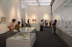 展示説明では、展示のあちこちで話す姿がみられた。(9月22日)