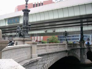 日本国道路元標をもつ日本橋 (花崗岩製2連アーチの美しい外観)