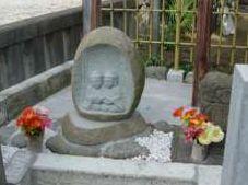 新しく作られた道祖神碑はそのまま 置かれている