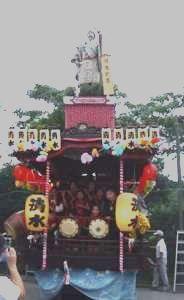 山車に飾られた人形