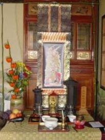 盆棚を仏壇の前に飾る 盆棚の二膳分のお供え。