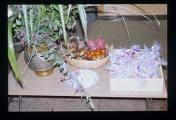 B家 栗やミニトマトなど、その時に収穫した野菜を供える