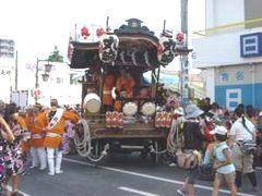 丸崎の山車。上溝の囃子は市内の中でも古い時期に伝わったと考えられている(上溝地区。7月29日)。
