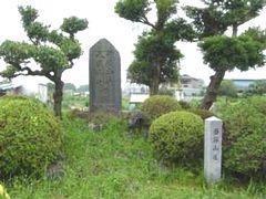 八坂・日枝神社があった所に建つ記念碑