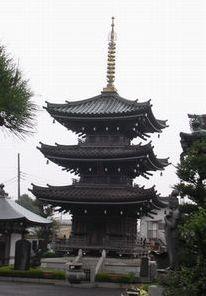 泉龍寺の三重塔 (南区上鶴間本町)